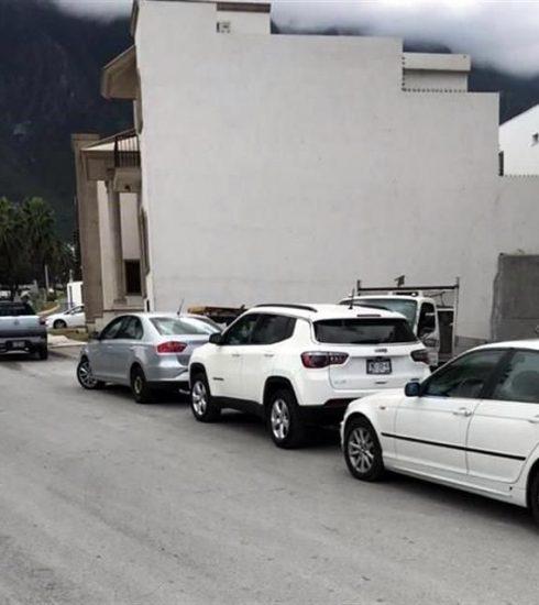 Vecinos de Cumbres Elite bloquean entrada de Gilsa