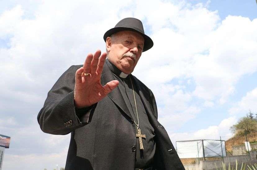 Onésimo Cepeda, obispo emérito, renuncia a su candidatura para no perder título eclesiástico