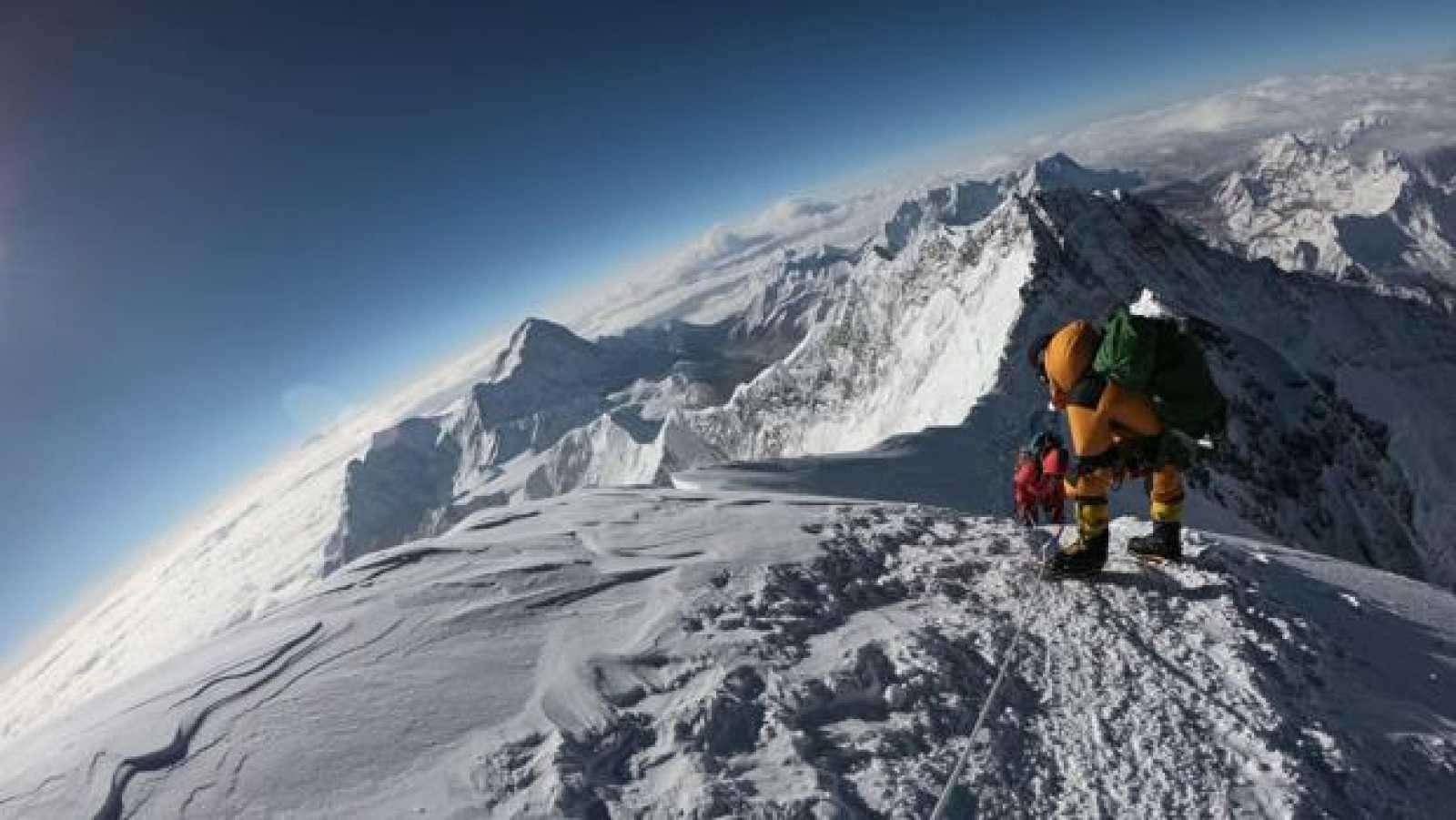 Reportan primer caso positivo en el Everest