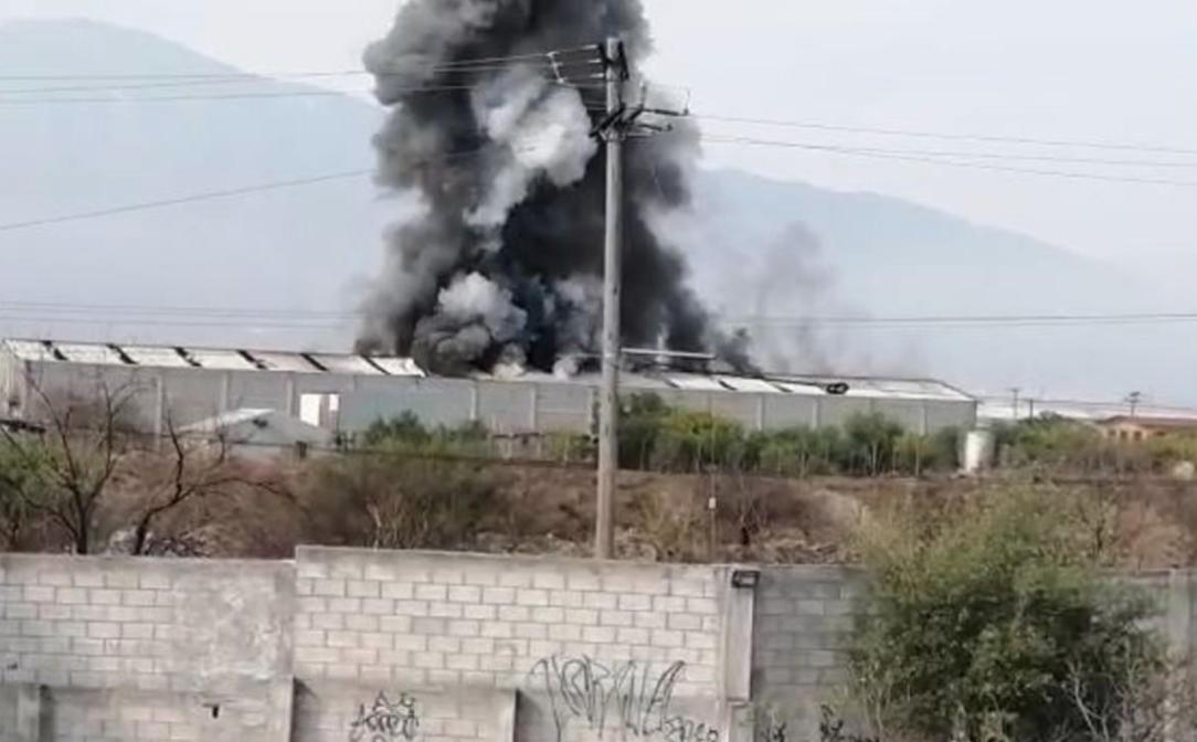 Se registra fuerte incendio en bodega de García