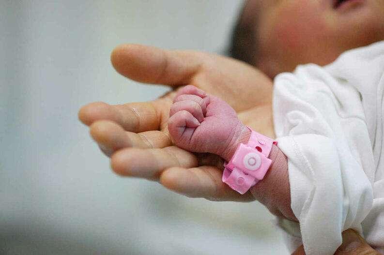 Entregan bebé equivocado en Hospital Materno Infantil