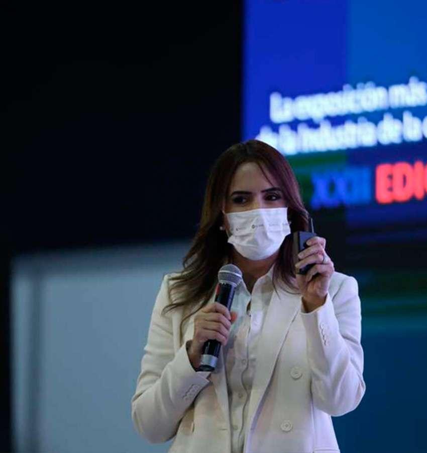 Más para los jóvenes emprendedores: Clara Luz Flores.