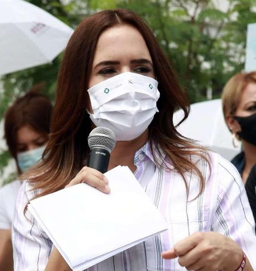 Clara Luz Flores asegura que AMLO pide piso parejo para todos los candidatos