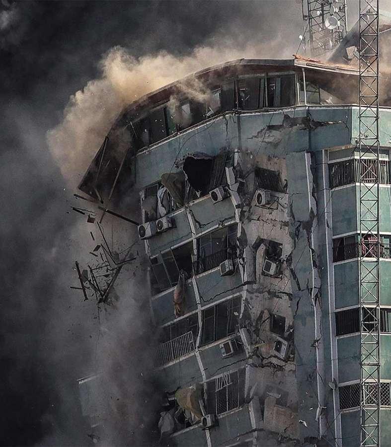 Israel derriba torre de medios en Gaza