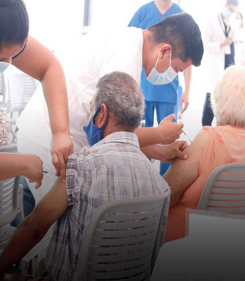 Vacuna Monterrey a 57 mil personas en un día
