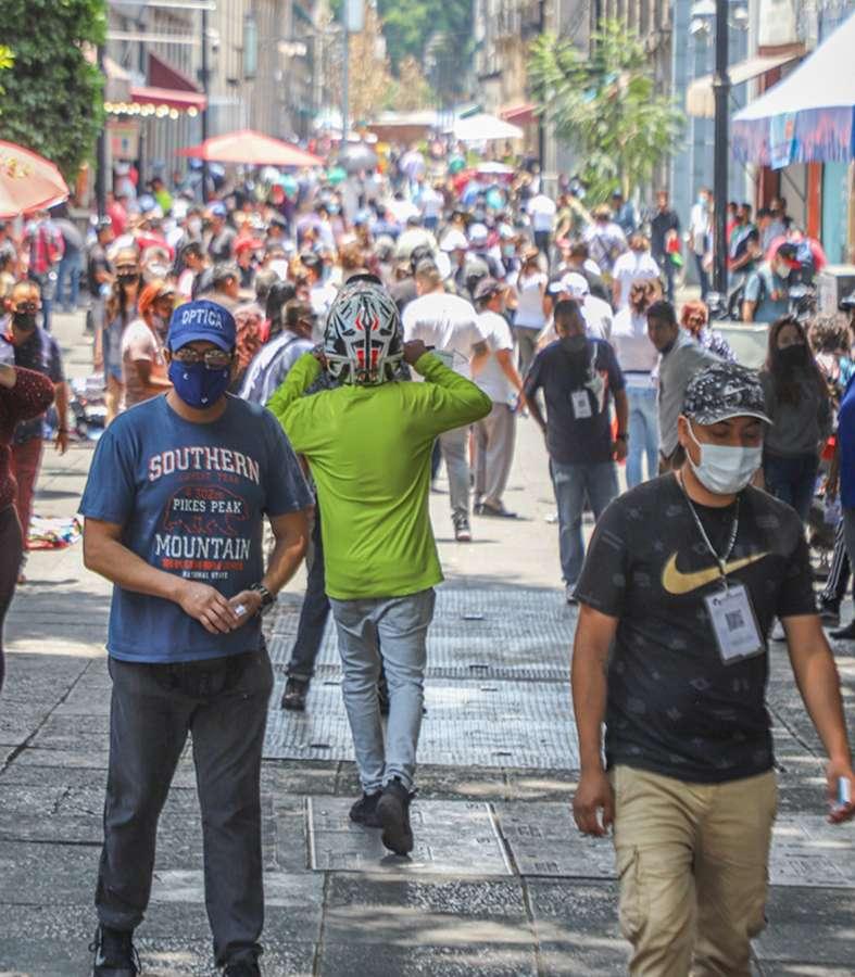 Bajan hospitalizaciones y casos diarios por Covid-19 en Nuevo León