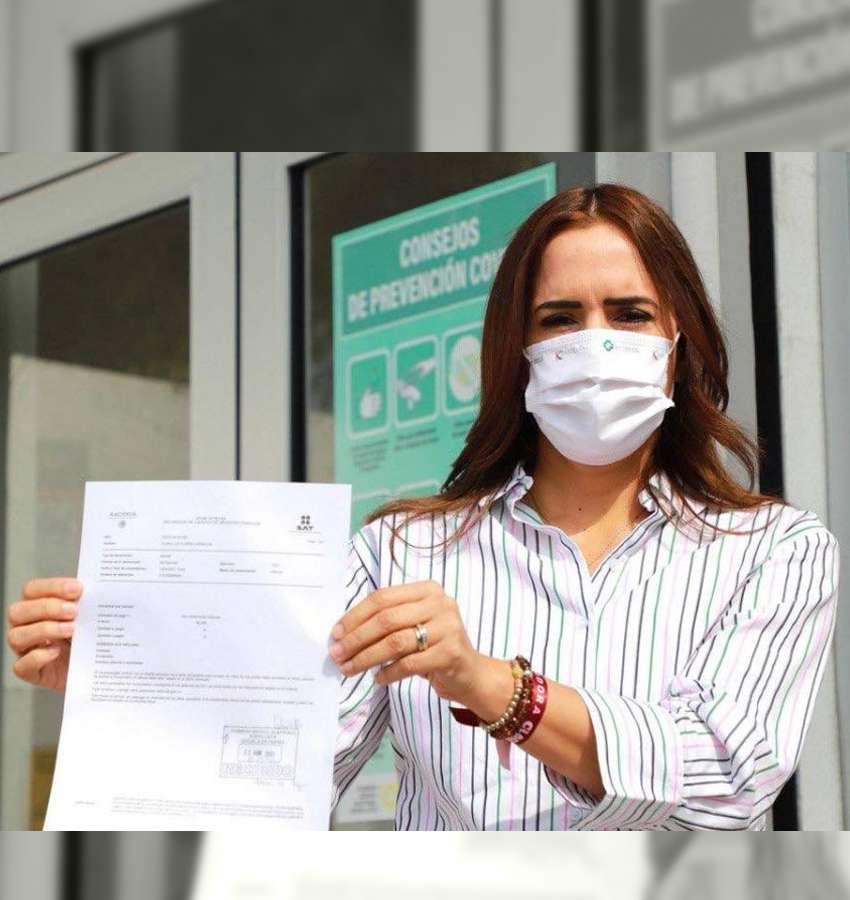 Entrega Clara Luz Flores declaración 3 e 3, retando a sus oponentes