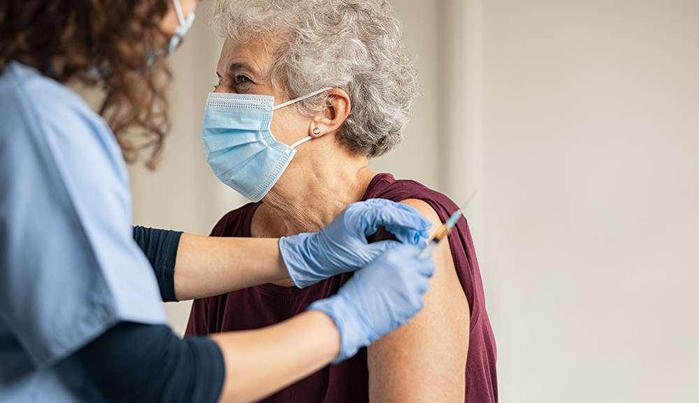 Sin muertes por Covid-19 de abuelitos vacunados en Nuevo León