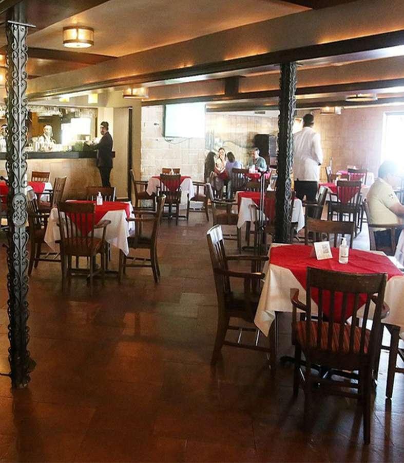 Restaurantes de Nuevo León abrirán sus puertas si se incrementan aforos