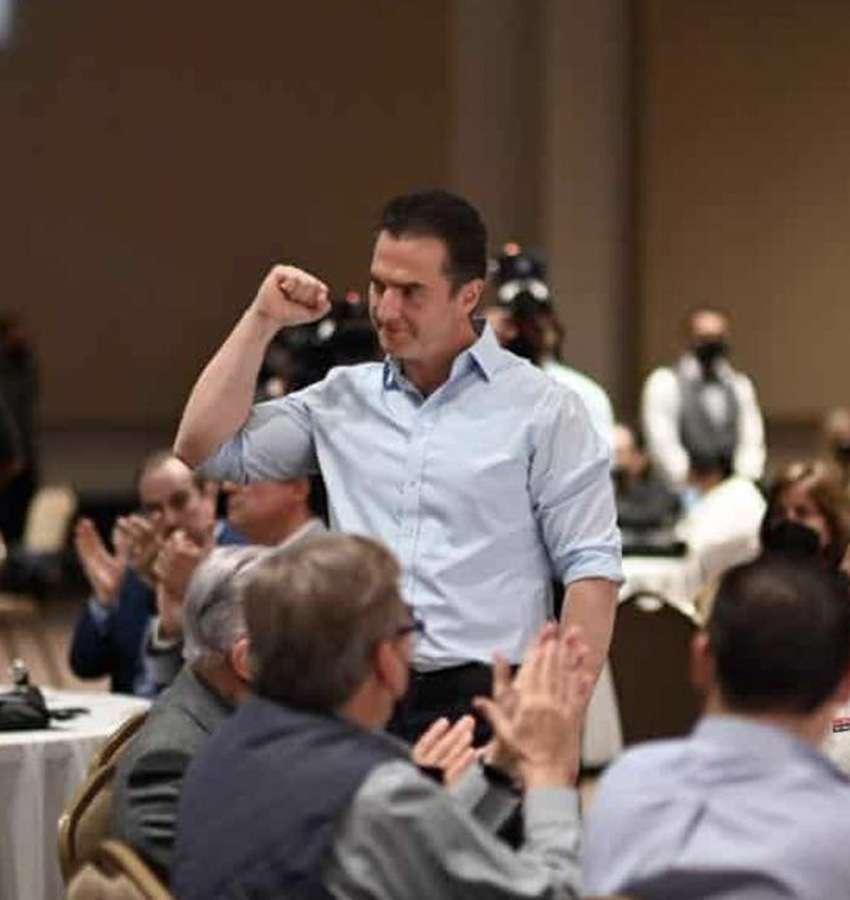 Se reúne Adrián de la Garza con ex gobernadores y militantes priistas